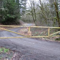 road-gate-tree-farm-road-lane-county-oregon